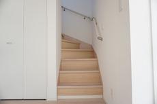 採光も十分に計算された、手摺付き階段部分です。