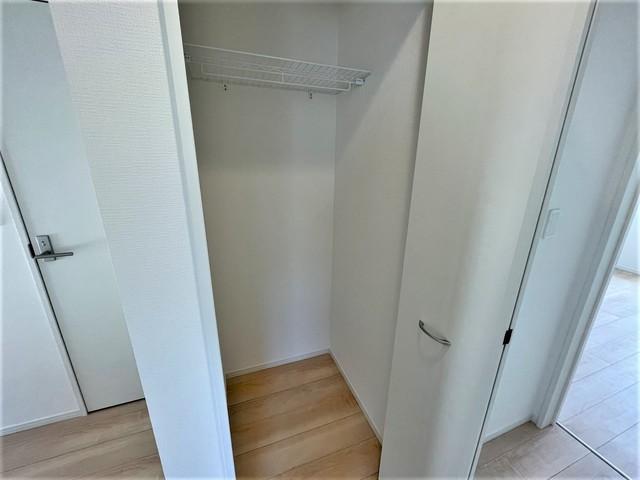 2階洋室の各部屋と、ホール部分にもクローゼットが設けられているので、収納に困りませんね^^