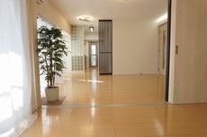 リビングは隣の洋室と繋げると22帖以上の大空間となります。