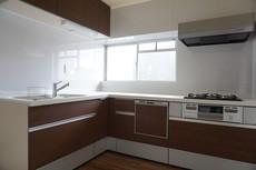 L字型キッチンは動線が短く、効率よく家事を行えそうです。