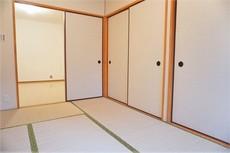 約6帖の和室です。来客時には客間として活躍してくれそうですね^^全室エアコン完備です。