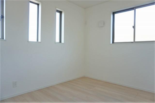 住む人のこだわりを活かす洋室。新しいお家での新生活を考えるとワクワクしますね。5.2帖の洋室です。