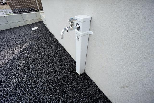 あると便利な外水栓。ガーデニングに、洗車に、泥遊びやペットの散歩の後に。