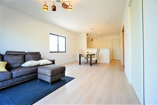 約18帖のリビングは長方形で家具が配置しやすい間取りとなっています^^