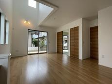リビングは広々とした設計で、家族が集い、寛ぐ暮らしの空間を演出しています^^