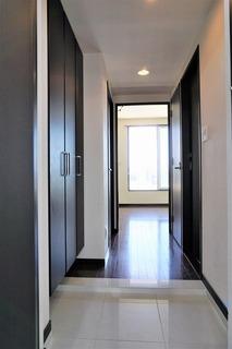 スッキリとしたスタイリッシュな玄関がお出迎えしてくれます。
