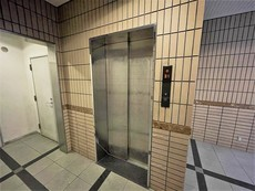 共用部。エレベーター完備。