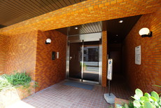 建物入口。