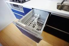 家事の時間が短縮できる食器洗い乾燥機付。
