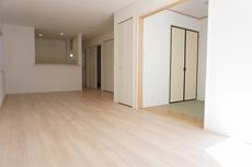 LDKと和室を合わせると24.5帖の大空間となります。内覧も出来ますのでお気軽にお問い合わせください。