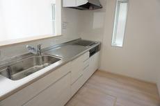 カウンターキッチンは、調味料などをコンパクトに収納できるスパイスボックス搭載。サッと取り出せてスムーズにお料理ができます。