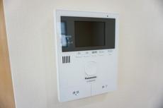 TVモニター付きインターホンでセキュリティも安心。セールスマン対策にも^^