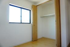 住む人のこだわりを生かす洋室です。収納もしかっりあるので安心です^^