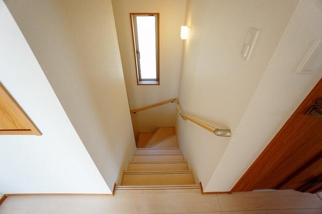 採光も十分に計算された、手摺付き階段部分です。勾配も緩やかに設計されており、安全性も重視^^