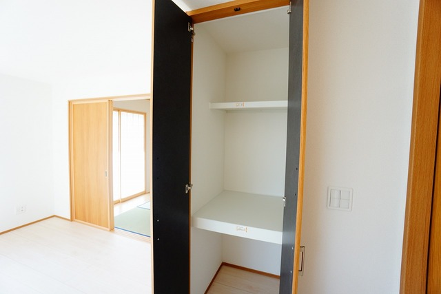 リビングには、家の中をスッキリと快適に保てる便利な収納が付いています^^