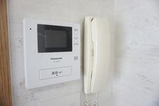 防犯性もばっちり、TVモニター付きインターフォン完備。