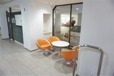 エントランスには待ち合わせや、ゲストを招いた際に重宝しそうな応接スペースが設けてあります。