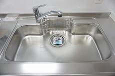 色も形もキレイなシンクは、広さも確保しているので、大きめの鍋も簡単に洗えます^^