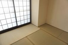 リビングからの続き間として和室をご用意しました^^普段はリビングとつなげて開放的なスペースとして。来客時には客間としてお使いいただけます。