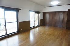 マンションでは珍しい6.4帖のオLDKです。家具やカーテン選びが楽しみになりますね^^