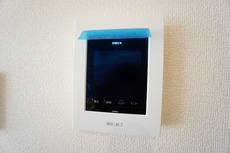 (同仕様写真)防犯性、セキュリティ対策に安心できるテレビモニター付きインターフォンです。