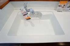 (同仕様写真)浄水器が一体化した水栓シャワーが付いた、幅の広いシンクです^^大きなお鍋も楽々洗えますね
