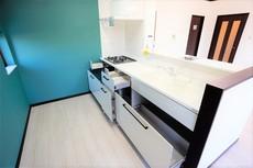 収納スペースがきっちり確保されたキッチンです^^調理器具や食器などすっきり整理整頓できますよ^^