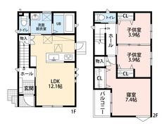対面式のキッチンを中心とした明るいLDK。2階は洋室が3部屋あるので、お子様が大きくなっても安心ですね。