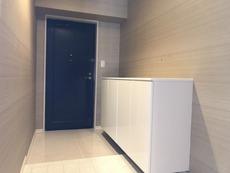 清潔感を感じる白を基調とした玄関は邸宅仕様にふさわしい居住空間を演出してくれていますね^^