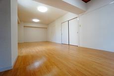 12.5帖の洋室です。広さが十分あるので、家具の配置を考えるのも楽しみです^^