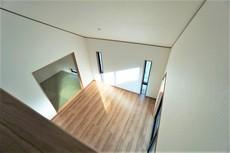 リビング上部は天井が高く、開放的で家族が安らげる空間です^^