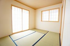 ホッとできる和室を用意。お子様のお昼寝スペースや書斎としてなど、いろいろとお使い頂けます。