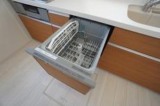 家事の時間が短縮できる食器洗い乾燥機付。億劫な後片付けもラクラクです。