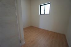 2階にはストレージルームがあるので、増えがちな洋服の収納などに便利ですね。