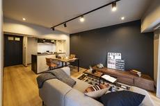 落ち着きのあるお洒落なデザインのリビングです。居心地良く、ご家族皆がゆったり寛げる憩いの空間となりそうです。