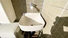 バルコニーには水栓を完備。掃除の際の水洗いや植木の水やりにも便利です。