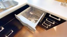 家事の時間が短縮できるフルオープンで開けやすい食器洗い乾燥機付。深型タイプの食器洗い乾燥機で食器を1度できれいにできます。