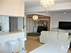 和室とリビングとつなげて開放的なスペースとして。来客時には客間としてお使いいただけます。