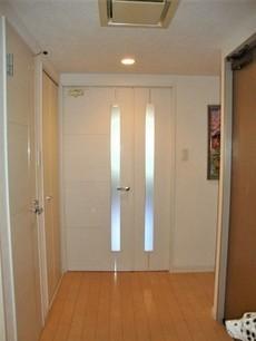 廊下は広く、大きな荷物の出し入れもしやすいです。