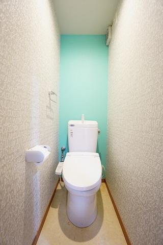 温水洗浄機付トイレです。節水機能もあるので、安心して使えますね。
