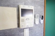 防犯性もばっちり、TVモニター付きインターフォン完備。大きなモニターで玄関先を確認できます。