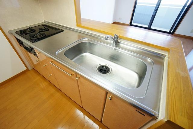 幅の広いステンレス製シンク、ミラブルキッチン装備で洗い物が楽々^^ステンレス製でシンクのお掃除も簡単です。
