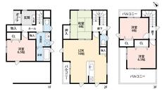 三階建ての4LDKでゆとりのある暮らしが実現。リビングは隣接の和室を合わせると22帖以上の開放感あふれる空間です。