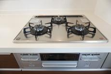 同仕様写真。3口コンロなので、効率よく調理ができます。毎日のお料理が楽しくなりますね。