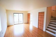 おしゃれで過ごしやすいリビングです。隣接する和室と合わせると24帖以上の大空間になります。
