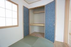 和室にも収納があり、来客時の布団なども収納できますね。