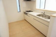 同仕様写真 カウンターキッチンは、調味料などをコンパクトに収納できるスパイスボックス搭載。サッと取り出せてスムーズにお料理ができます。