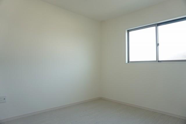 同仕様写真。2階リビングとして、ファミリースペースとして、広めの主寝室として、様々な使い方がありそうです。