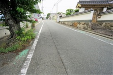 前面道路の幅員は約6.7mあります。現地(2021年6月)撮影