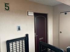 ブラウントーンの玄関扉^^外壁とマッチングしていてかっこいいですね^^家の顔となる玄関扉がかっこいいと、たくさんの人を招き入れたくなりますね^^